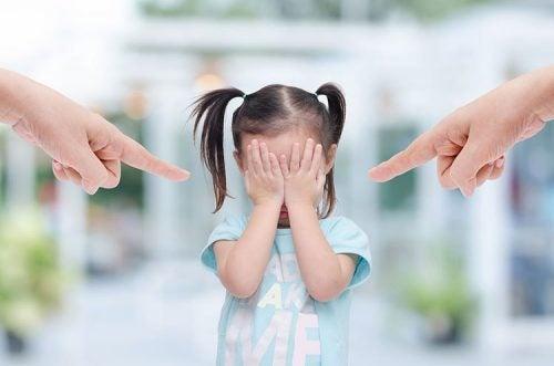 아이들은 우리가 표출한 좌절의 결과로 고통받는다