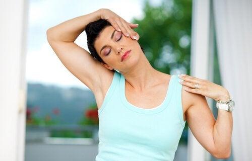 목 통증을 위한 자세 고개 기울이기