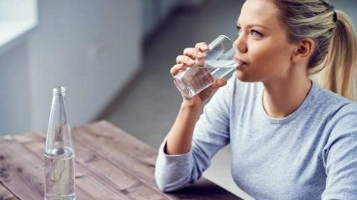 물 마시기 목 건조함