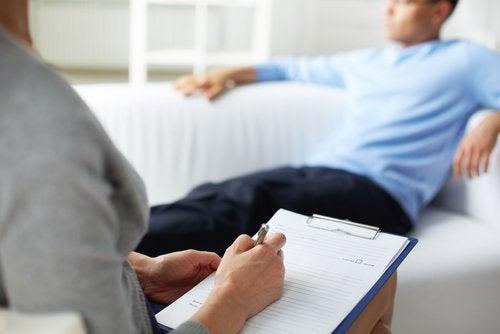 심리 치료사의 도움이 필요한지 알아내는 4가지 방법