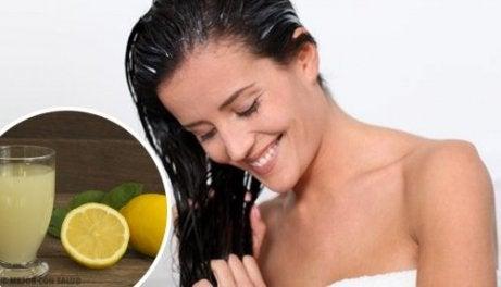 머리카락 염색을 지우는 자연 요법 4가지