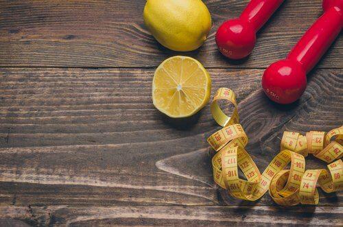 레몬을 활용하는 방법: 체중 감량