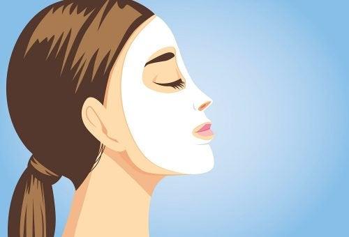 윤기 있는 피부를 만들어 주는 천연 얼굴 팩