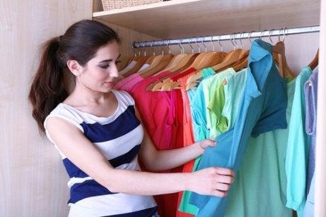 옷장 공간을 더 확보하기 위한 5가지 비법