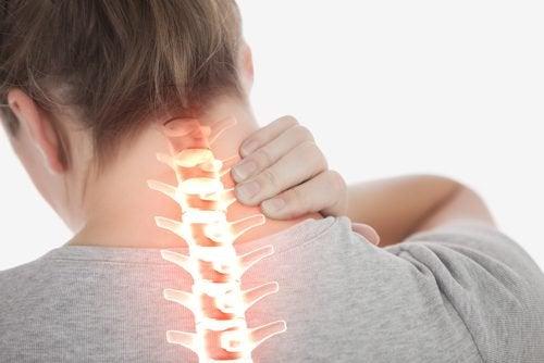 목 통증을 완화하는 간단한 4가지 운동