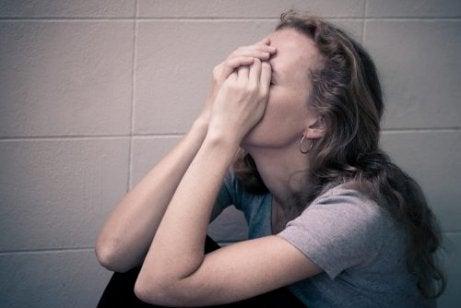 심리적 학대의 보이지 않는 영향 7가지