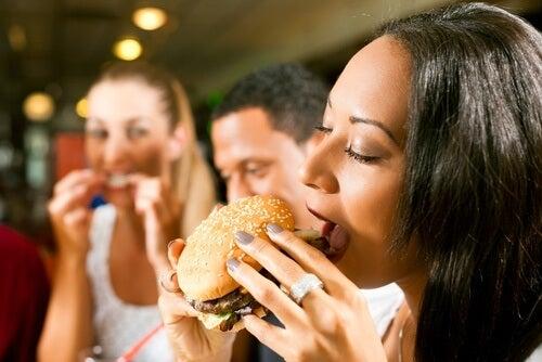 불필요한 칼로리를 줄이는 8가지 음식