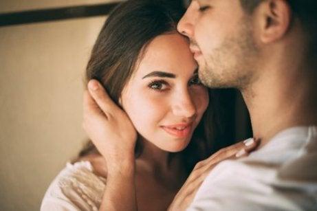 관계에서 친밀감을 찾는 방법