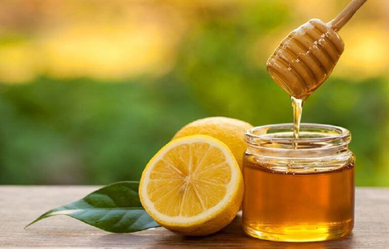 인후염에 좋은 레몬과 꿀