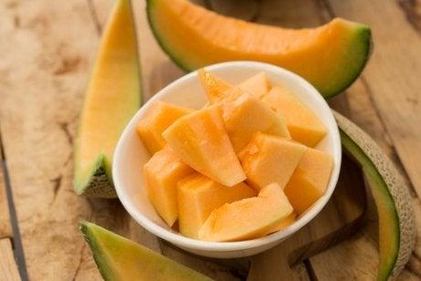 멜론 셀룰라이트를 줄이기 위해 먹을 수 있는 6가지 과일