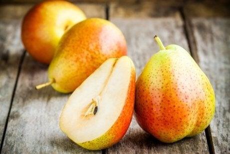 셀룰라이트를 줄이기 위해 먹을 수 있는 6가지 과일 배