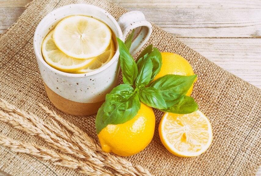 만성 두통에 좋은 자연 치유법_레몬 차