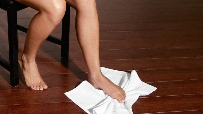 수건 운동법 발뒤꿈치 통증 증후군 치료를 위한 운동 5가지