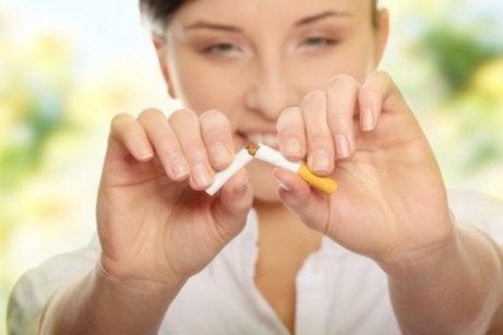 집 안 공기의 질을 높이는 금연