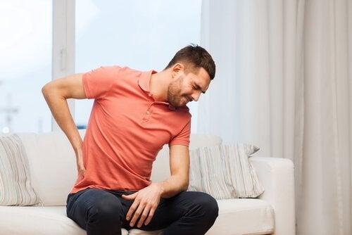 허리가 아픈 이유 6가지
