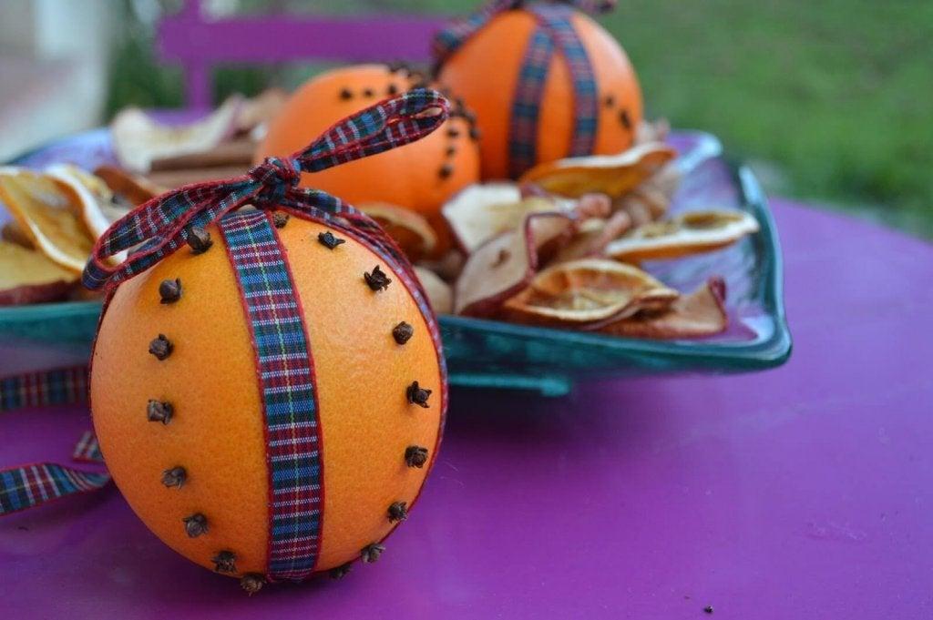 향기 가득한 실내를 위한 초간단 공기 청정제 정향과 오렌지