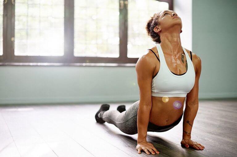 날씬한 몸매를 가꾸는 데 도움이 되는 요가 자세