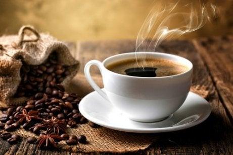 변비를 퇴치하는 천연 완화제  커피