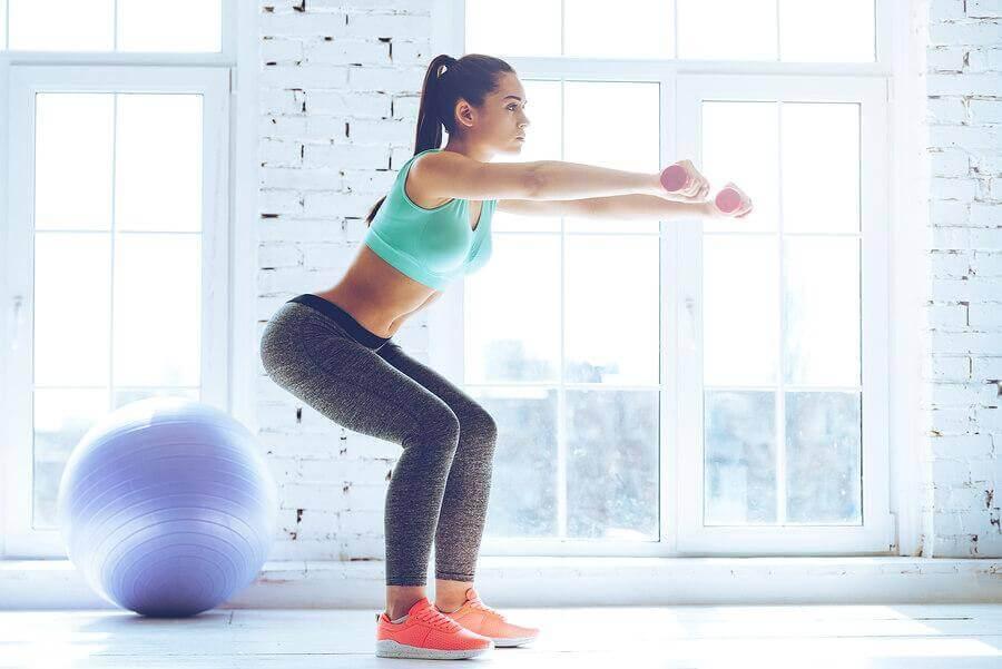 집에서 할 수 있는 허벅지 운동 스쿼트