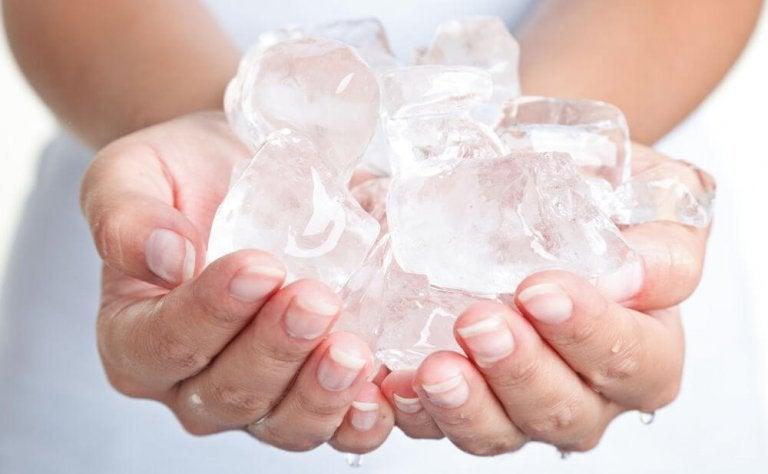 유행성 결막염에 가장 좋은 가정 요법 8가지