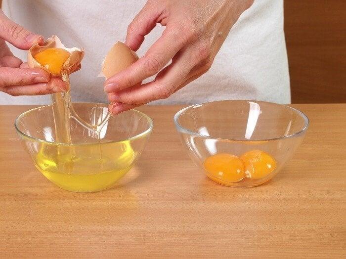 날달걀 또는 반숙 달걀