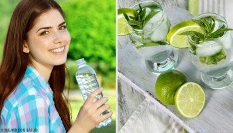 물을 더 자주 마시는 7가지 쉬운 방법