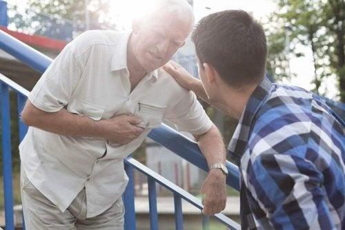 응급처치: 심장병 응급 상황에 대처하는 방법