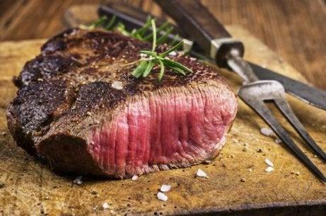 양념에 고기를 재우는 방법