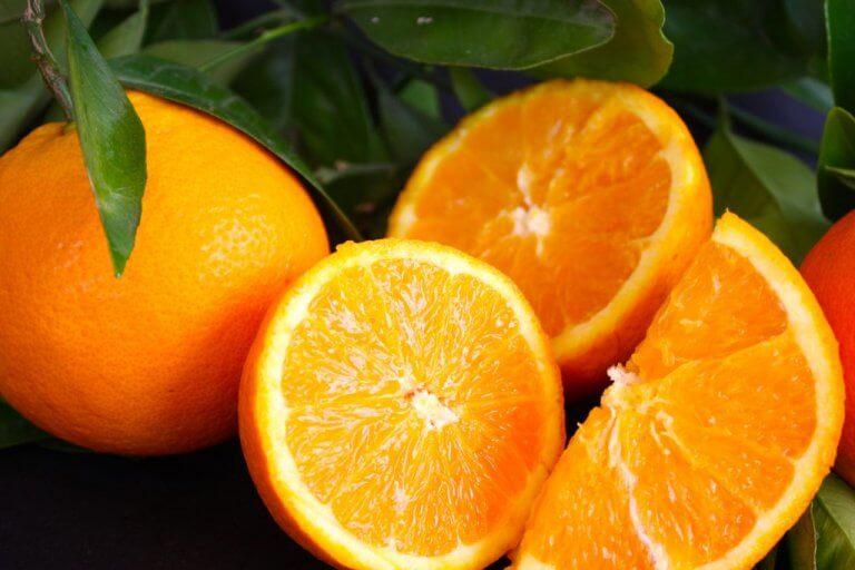 체중 감량에 효과적인 음료 오렌지