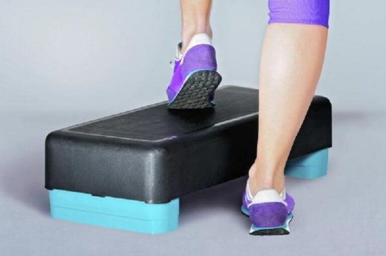 스텝  집에서 하는 5가지 무릎 강화 운동