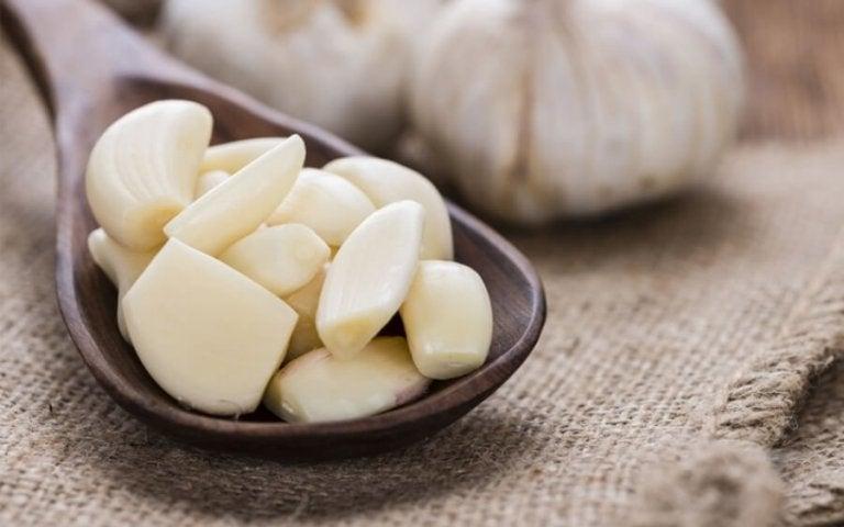 질내 진균 감염을 치료하기 위한 3가지 마늘 치료법
