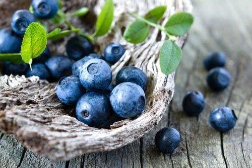쉽게 체중을 감량할 수 있도록 도움을 주는 6가지 과일 블루베리