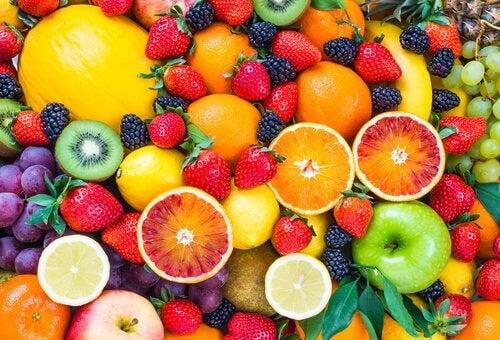 체중 감량을 가속하는 데 도움을 주는 과일