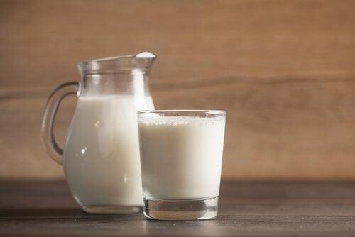 화초 잎을 우유