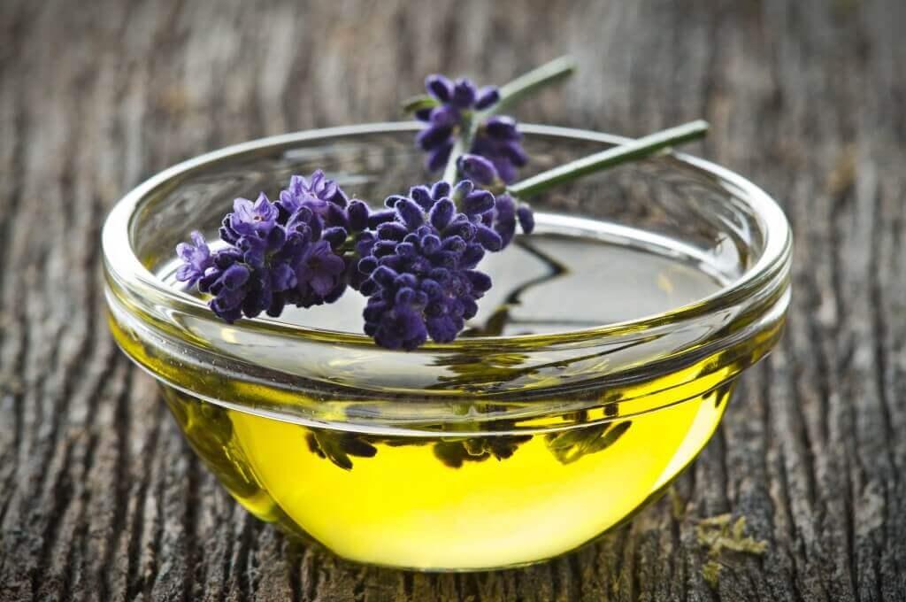 겨드랑이 땀을 억제하기 위한 5가지 자연 치유법 식초와 라벤더