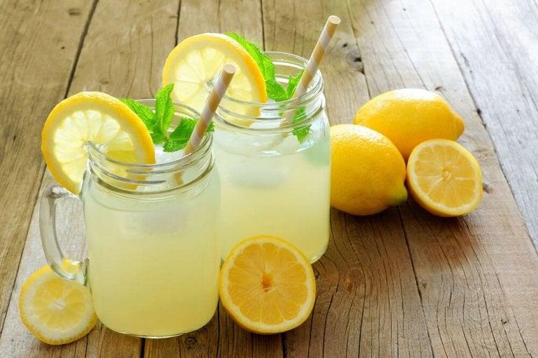 쉽게 체중을 감량할 수 있도록 도움을 주는 6가지 과일  레몬