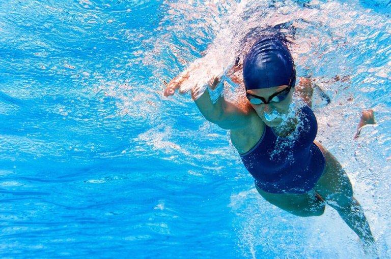 심장 기능에 도움이 되는 4가지 운동 수영