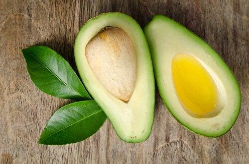 알아두면 유용한 7가지 항염증 식품 아보카도