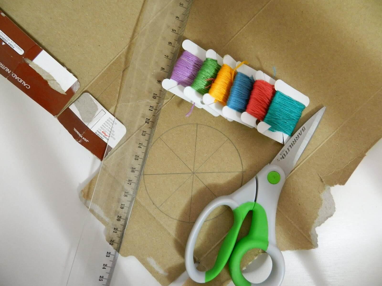 재활용 박스로 만든 독특한 나이트 스탠드
