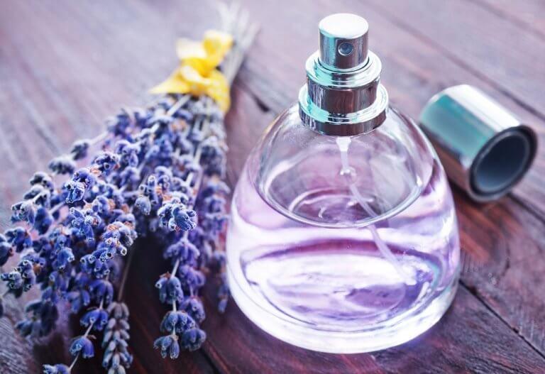 오래된 향수병을 재활용하는 방법 4가지