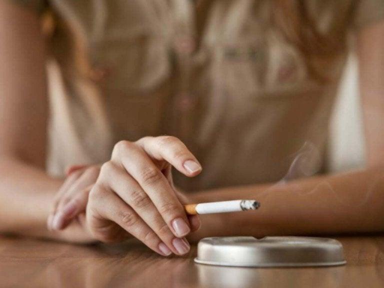 무의식적으로 노화를 촉진시키는 나쁜 습관, 흡연