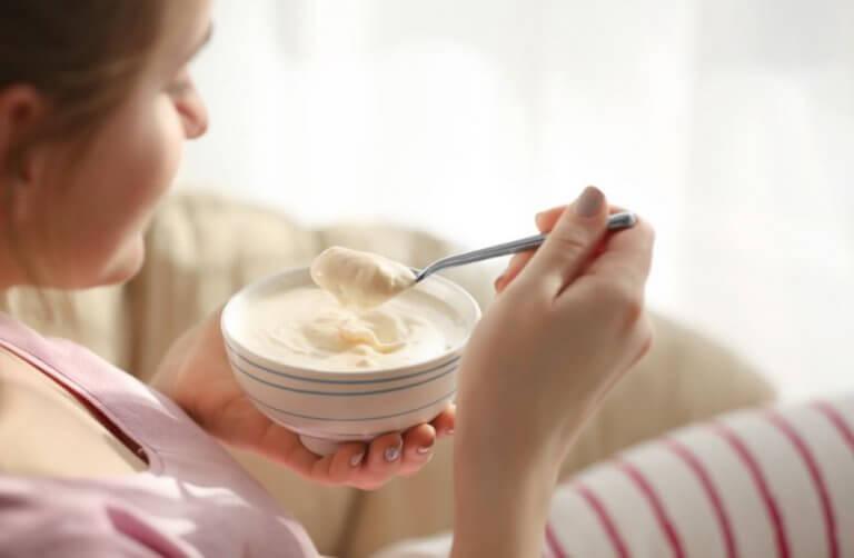 근육량을 늘려주는 맛있는 아침 식사 4가지 그릭 요거트