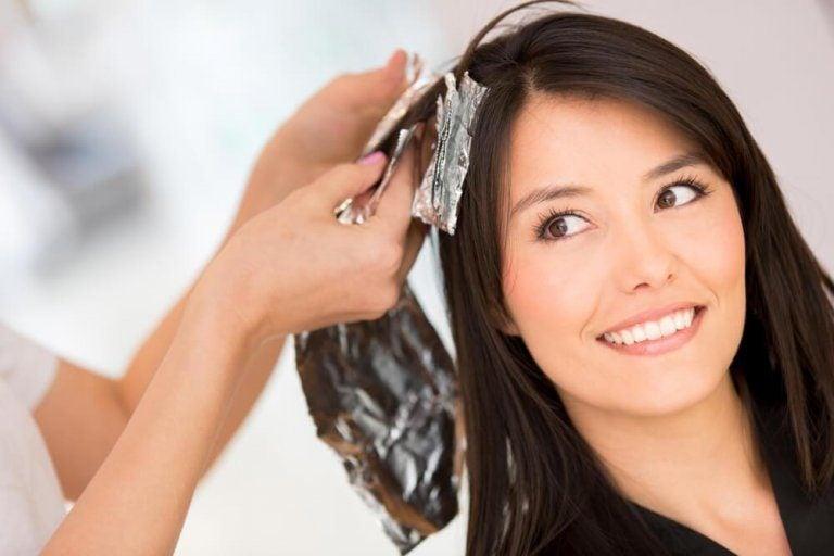 머리 염색을 되돌리는 5가지 홈메이드 솔루션