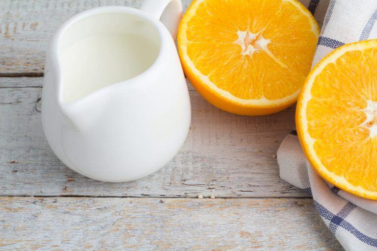 손등 기미를 옅게 하는 8가지 자연 치유법 오렌지 껍질과 우유