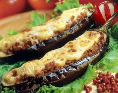 고기로 속을 채운 맛있는 가지 레시피