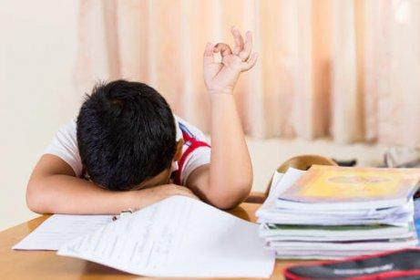 아이들이 늦게 자는 것이 좋지 않은 4가지 이유 피로