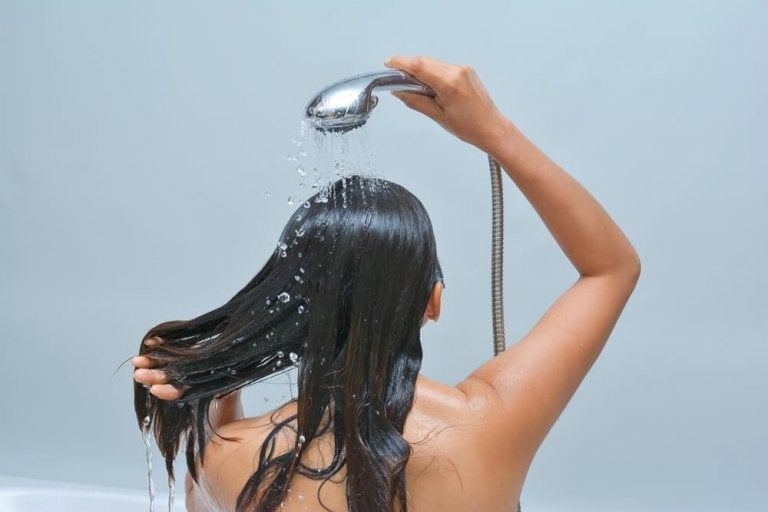 머리 곰팡이를 퇴치하는 최고의 요법 6가지