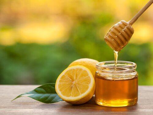 천연 요법으로 희고 깨끗한 겨드랑이를 만들자 꿀과 설탕