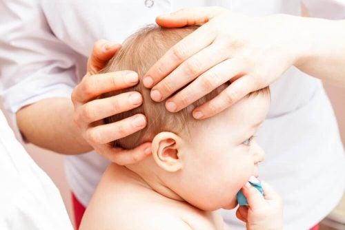 아이가 머리를 세게 부딪쳤을 때 대처하는 방법