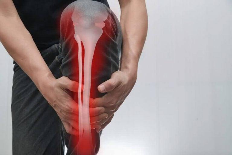 뼈 통증이 생기는 원인과 증상 및 치료